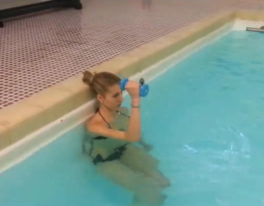 deltoide con pesetto piscina